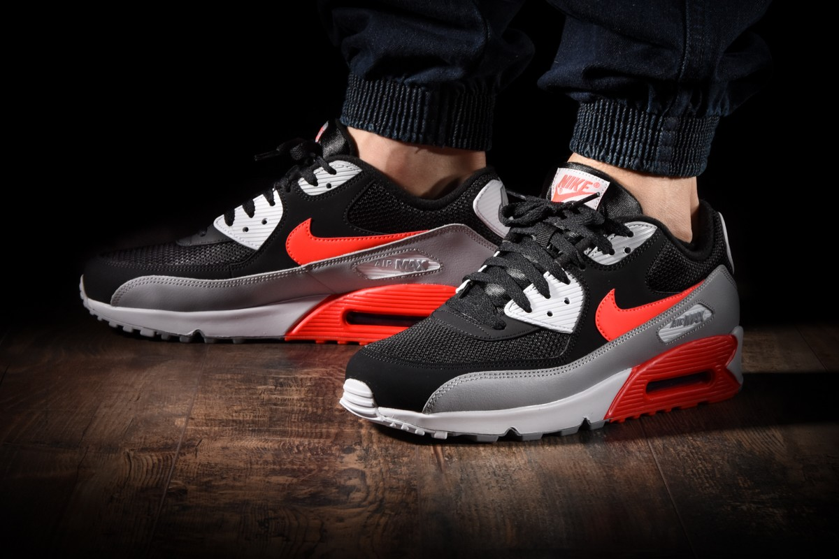 Neu NIKE AIR MAX 90 ESSENTIAL for £120.00 | im Angebot
